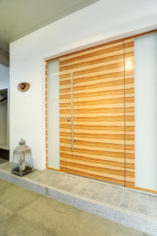 Holztür mit Glas Einfassungen